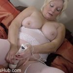 Mature Porn Video – Mature.nl presents Cindy S. (EU) (59) in British curvy housewife Cindy fingering herself – 23.01.2018 (MP4, FullHD, 1920×1080)