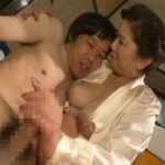 Mature Porn Video – chizuru iwasaki – Japanese mother giving sexy handjob to her son (MP4, SD, 640×360)