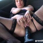 Mature Porn Video – GrandMams presents Mona B – Mona fisting in her car – 26.06.2021 (MP4, FullHD, 1920×1080)